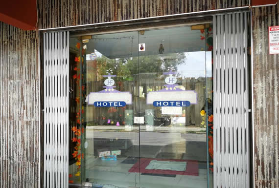 LA FONTAINE HOTEL * * *