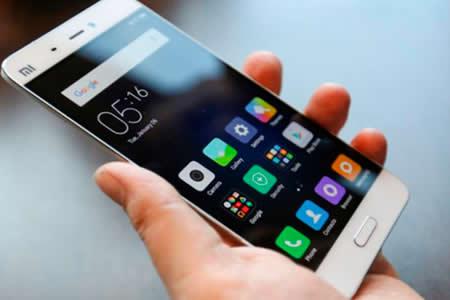 Adicción a teléfono móvil puede provocar trastornos como depresión o insomnio
