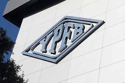 Aprehenden a tres personas por la contratación irregular de seguro en YPFB