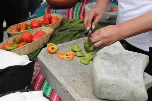 """Movimientos gastronómicos presentan el """"llajuero"""" más grande de Bolivia"""