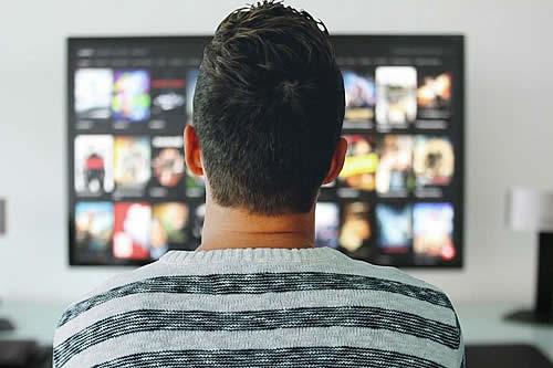 Cómo tu televisor puede espiarte, según el FBI