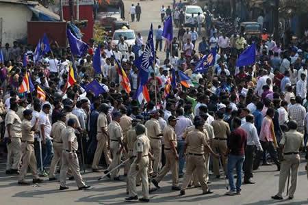 Miles de intocables se manifiestan en el oeste de la India tras agresiones