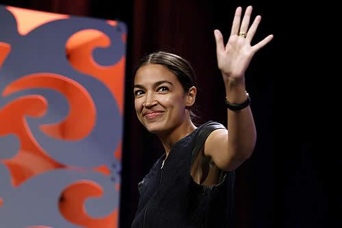 Filtran un 'escandaloso' baile de la congresista más joven de EE.UU. pero la Red lo ama al instante