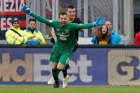 El Benevento iguala 2-2 ante el Milan con gol de cabeza del portero en el 95