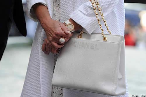 Chanel deja de usar piel de animales exóticos en sus diseños