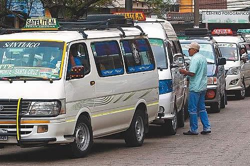 Transporte interprovincial cerca Santa Cruz en contra de ley que restringe su ingreso a la ciudad