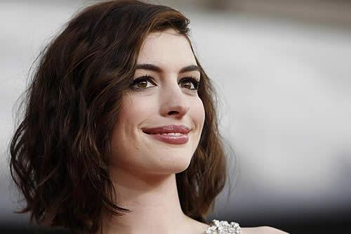 """Anne Hathaway negocia protagonizar una película de """"Sesame Street"""""""