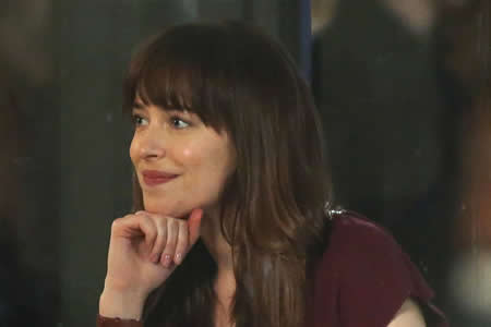 "Dakota Johnson de ""Fifty Shades"": Anastasia es un modelo para las jóvenes"