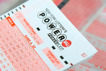 Mujer de EEUU exige anonimato tras ganar 560 millones de dólares en lotería