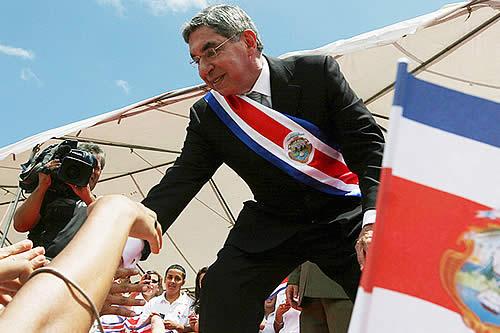 Una mujer acusa de abuso sexual al expresidente de Costa Rica y premio Nobel de la Paz Óscar Arias