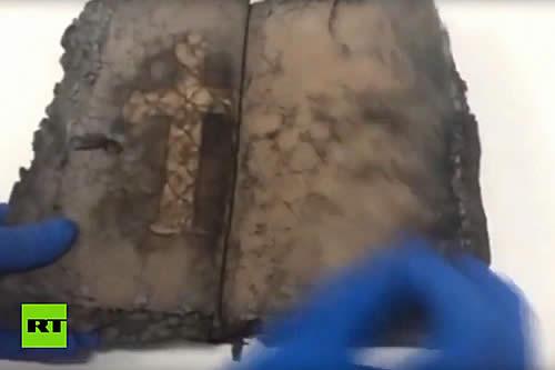 Policía turca sorprende in fraganti a unos contrabandistas e incauta una Biblia de 1.200 años