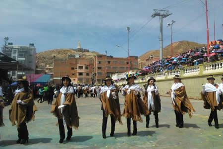 Villanueva: 84 bandas acompañan a conjuntos folklóricos en primer convite del Carnaval de Oruro