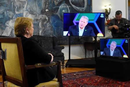 Bachelet y Al Gore dialogan sobre avances de Chile en protección ambiental