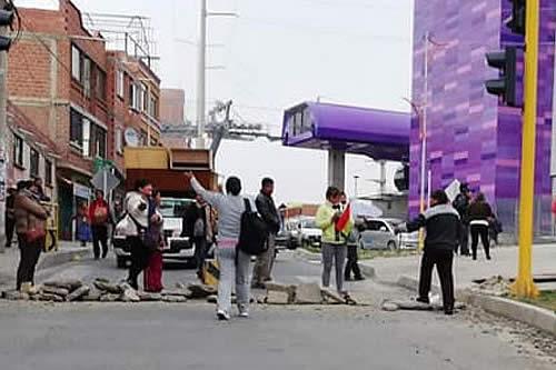 Paro cívico: Ciudadanos instalan puntos de bloqueo en defensa del 21F