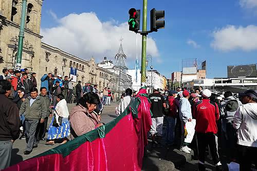 Policía reporta bloqueos esporádicos en La Paz