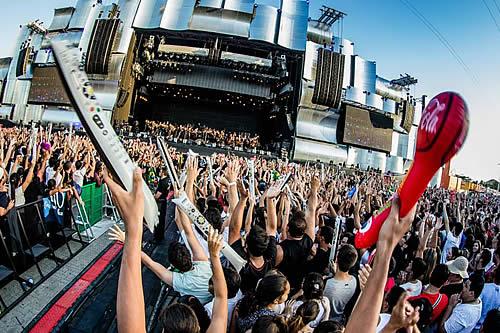 El alcalde de Río de Janeiro acuerda celebrar Rock in Rio 2021 en la ciudad