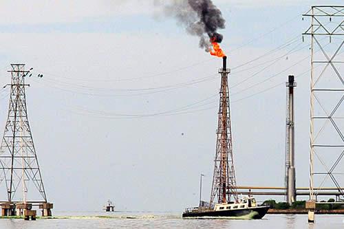 Maduro anuncia que toda la producción petrolera venezolana se venderá en petros en 2019