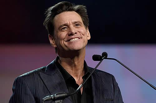 """""""¡No os escucho!"""": Jim Carrey bromea cuando le cambian de sitio durante los Globos de Oro"""