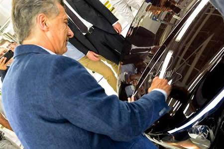 Fiat lanza junto a Macri nuevo modelo de auto, que se producirá en Argentina