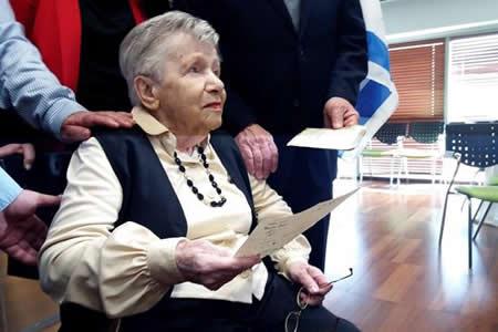 Carta de una superviviente del Holocausto llega a su hermana 74 años después