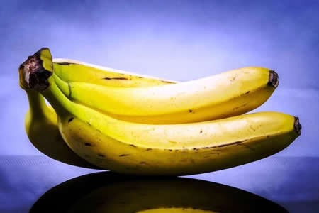 """La """"pistola"""" con la que un delincuente hondureño asaltaba eran dos bananas"""