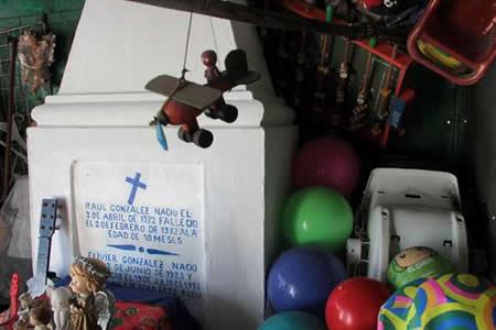 Raulito, el niño mexicano que realiza milagros 84 años después de su muerte