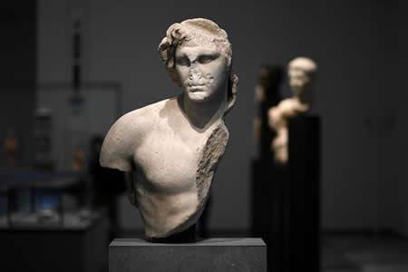 Louvre Abu Dabi, el museo que quiere esculpir el futuro cultural de O. Medio