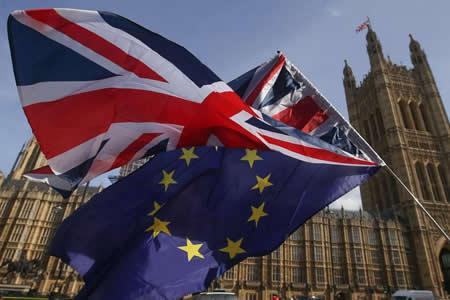 """Londres dará un """"periodo de gracia"""" de 2 años a comunitarios tras el """"brexit"""""""