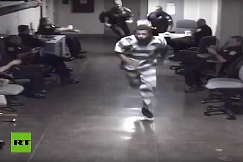 Un sospechoso provoca una persecución al intentar huir de la celda de un juzgado en EE.UU.