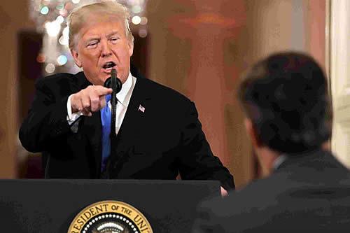 """Trump llama """"enemigo del pueblo"""" a un periodista"""