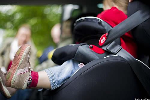 Italia obliga a llevar sensor antiolvido de bebés en sillas de auto