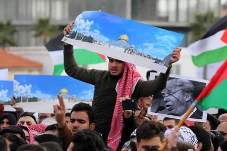Indignación entre los ciudadanos y Gobiernos árabes por la decisión de Trump