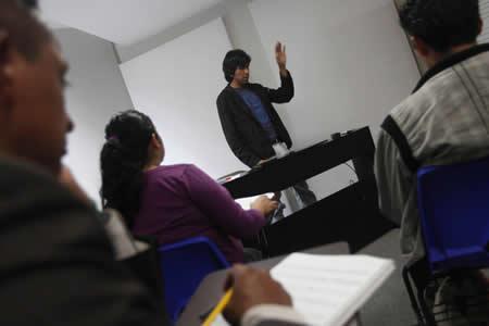 """Estudiantes piden a Dios """"fuerza e inteligencia"""" para aprobar un examen... y lo logran"""