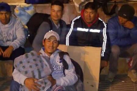 Más de 150 bolivianos en Chile no pueden regresar porque no les pagan