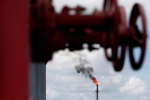 Los precios del petróleo suben un 5 % ante el inminente acuerdo de recorte de producción de la OPEP