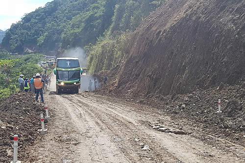 Policía reporta 16 muertos y 12 desaparecidos en deslizamientos en Puente Armas