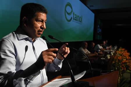 Sánchez: Proyecto de etanol reducirá 6% emisión de CO2 y equivale a plantar 18.000 hectáreas de bosques