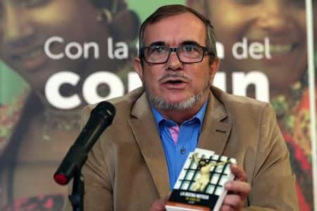 Líder de la FARC renuncia a candidatura presidencial por problemas de salud
