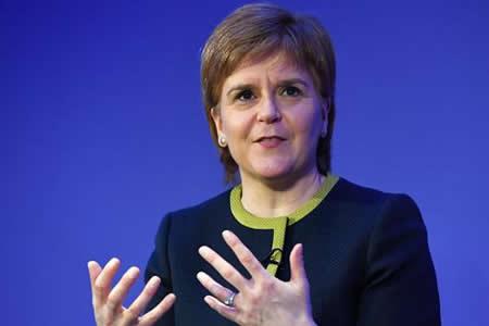 """Sturgeon rechaza """"brexit extremo"""" y apuesta por modelo similar al de Noruega"""