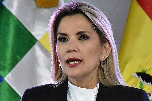 Añez convoca a diálogo político nacional para este domingo por elecciones y bloqueos