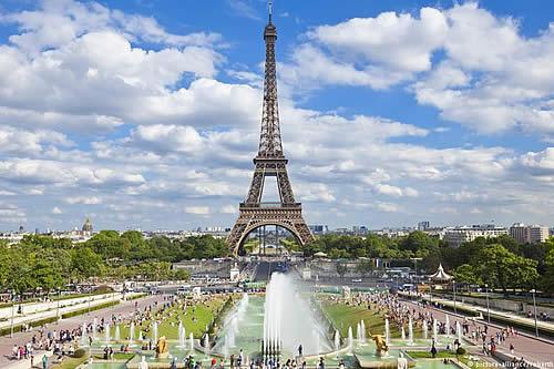 Subastan tramo de las escaleras originales de la torre Eiffel