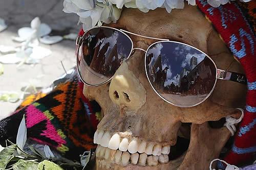 """El culto a las calaveras """"ñatitas"""", cierra las celebraciones por los muertos en Bolivia"""