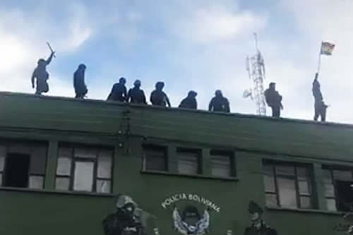 Estalla motín policial en la UTOP de Cochabamba