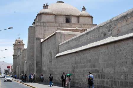 """El sillar, la piedra que hace brillar a Arequipa, la """"Ciudad Blanca"""""""
