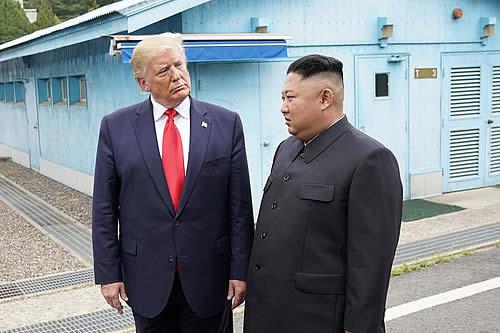 """Trump: """"Kim Jong-un tiene muchísimo para perder, si actúa de manera hostil"""""""