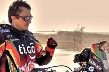 Corrigen tiempos: 'El Chavo' Salvatierra se mete entre los diez mejores motociclistas del Dakar