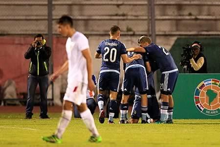 Argentina golea a Bolivia y queda de líder del grupo B
