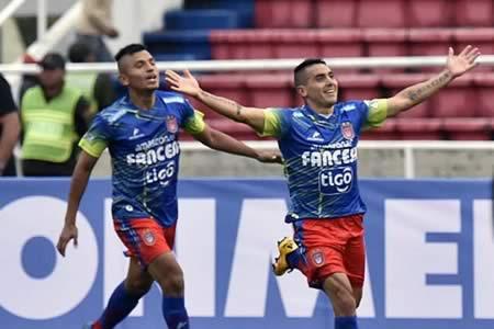 El Universitario inicia la Libertadores con triunfo sobre el Wanderers