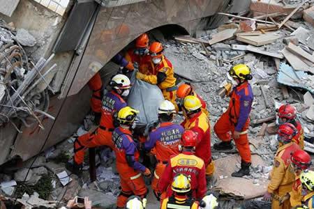 Ascienden a doce los fallecidos en el terremoto de Taiwán