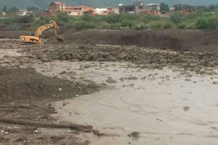 Obras Públicas intensifica trabajos para reencausar el río Taquiña ante nuevo desborde